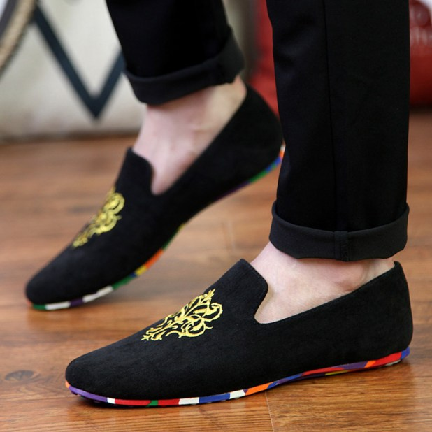 A-pair-of-slippers2-675x675 10 Most Stylish Outfits for Guys in Summer 2017