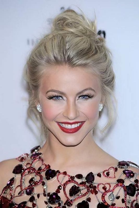 Julianne-Hough-messy-hairstyle