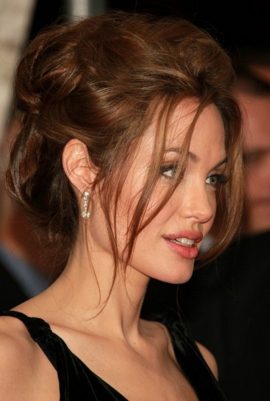 Angelina-Jolie-messy-hairstyle