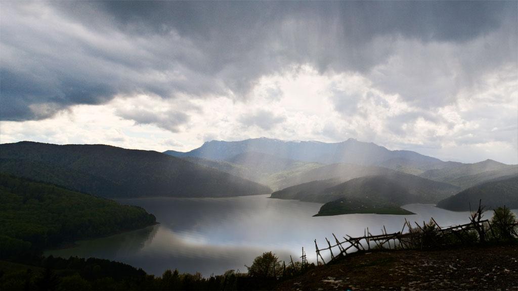 bicaz_lake_panorama2-16vs9.jpg