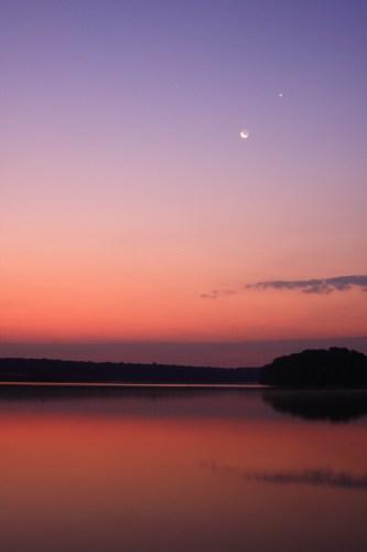 Moon, Venus and Mars before sunrise - Caldarusani