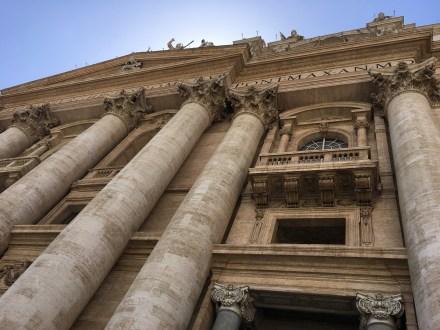 Vstup do baziliky sv. Petra