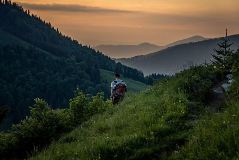 Cieľ prvého dňa je Chata pod Borišovom - učupená pod kopcom ako z rozprávky. Kto ju vidí? :)