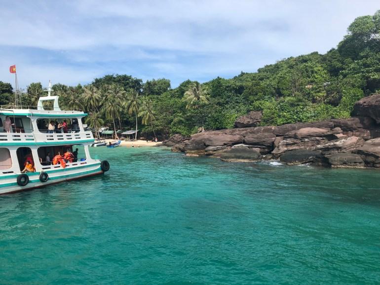 Šnorchlovanie pri ostrovčekoch na juh od Phu Quoc.