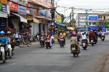 Motorky v akcii na menej rušnej ceste