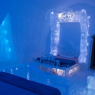 #DisneyFrozen Themed Room at Hotel de Glace!