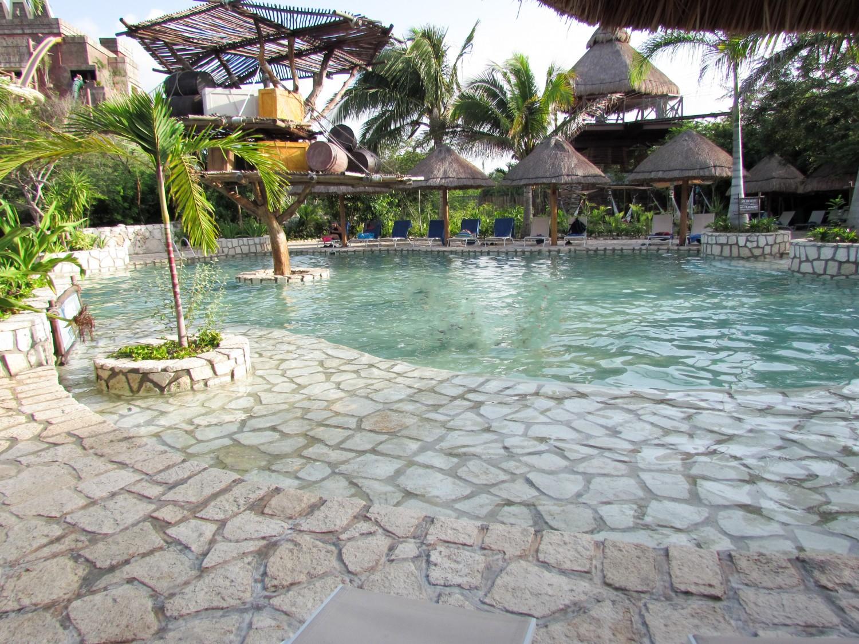 Costa Maya pool
