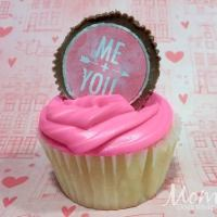 Valentine's Day Cupcakes with Sweetheart Peanut Butter Cup Toppers