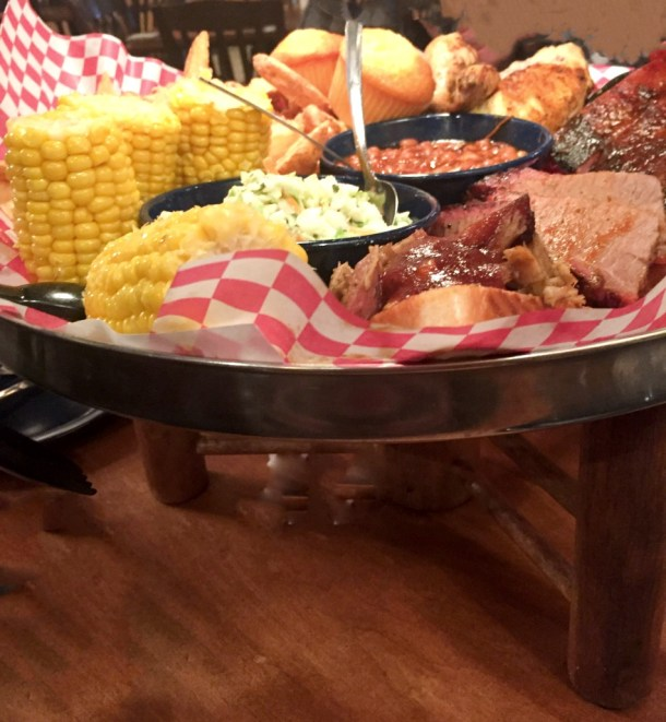 famous dave's food tray