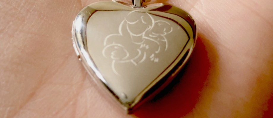 Photo Locket Keeps Precious Memories Close by Your Heart