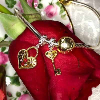 A Charming Look at Romantic Jewelry for Her
