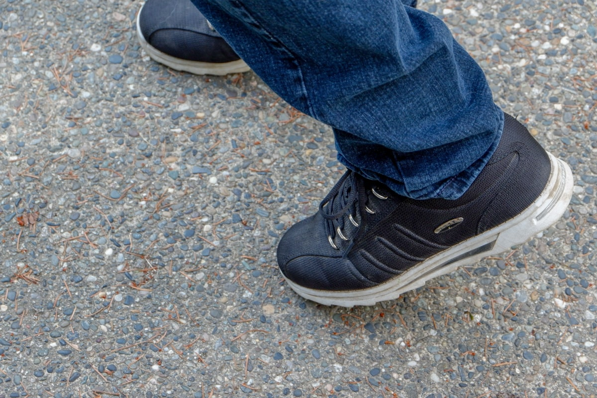 Comfortable and Versatile Men's Sneakers