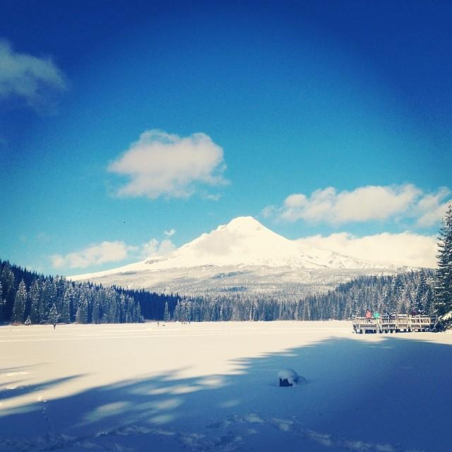 Trillium lake snowshoeing
