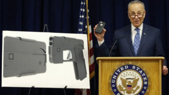 Schumer.wants_.to_.lower_.the_.boom_.on_.cell_.phone_.gun_-1