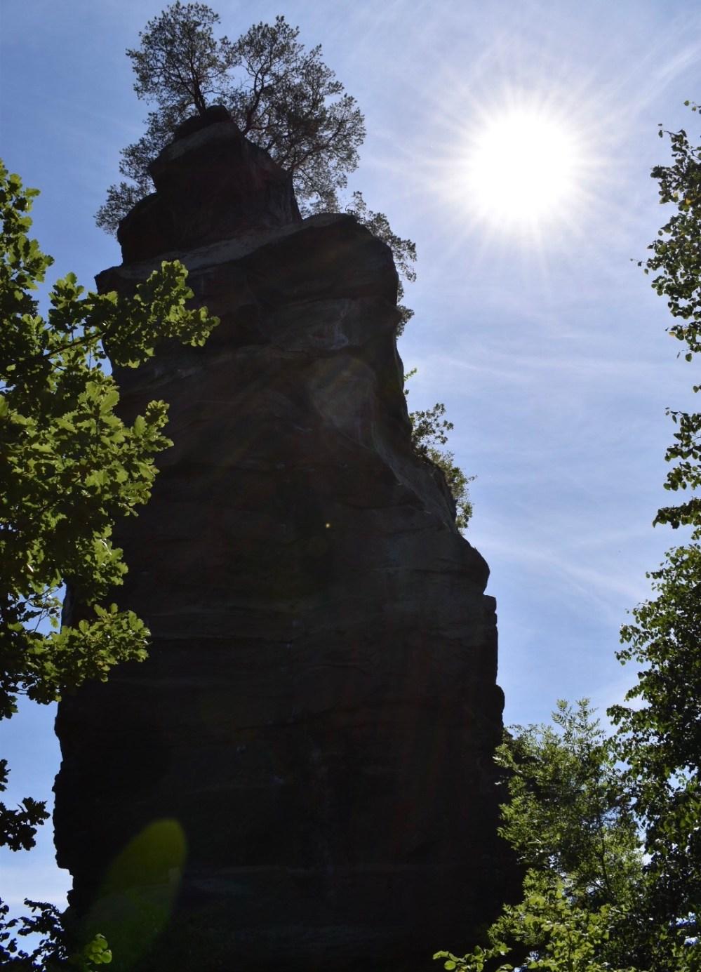 Größter Felsen, mit Bäumen von der Burg