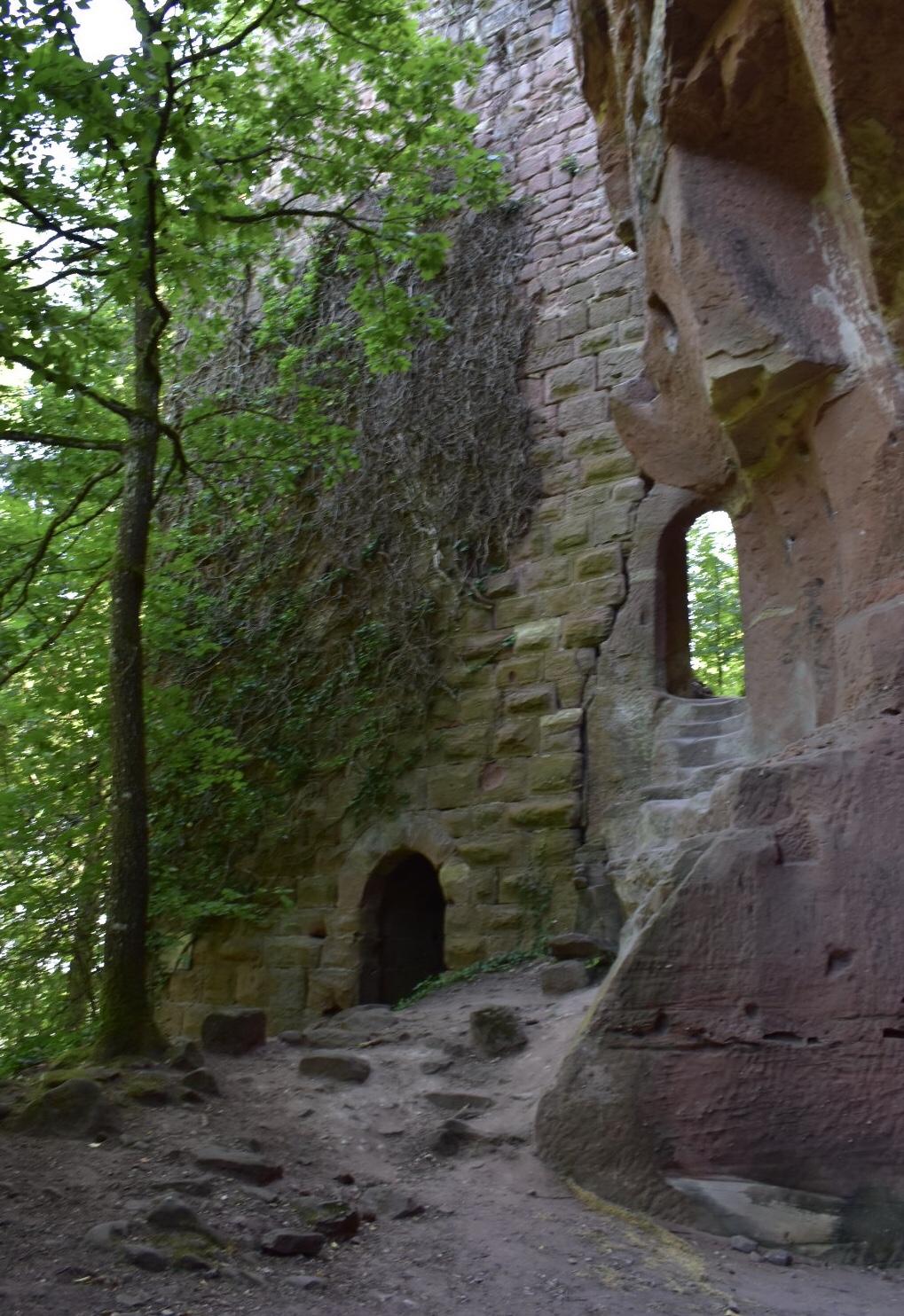 Teile der Ruine der Burg Windstein