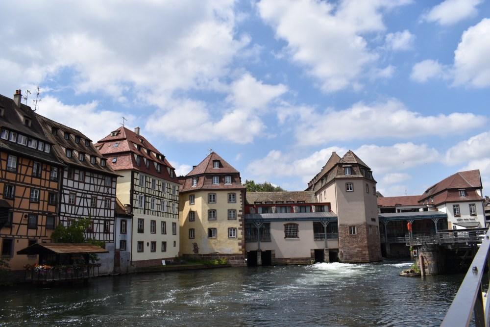Häuser an dem Fluss im Stadtteil Petite France