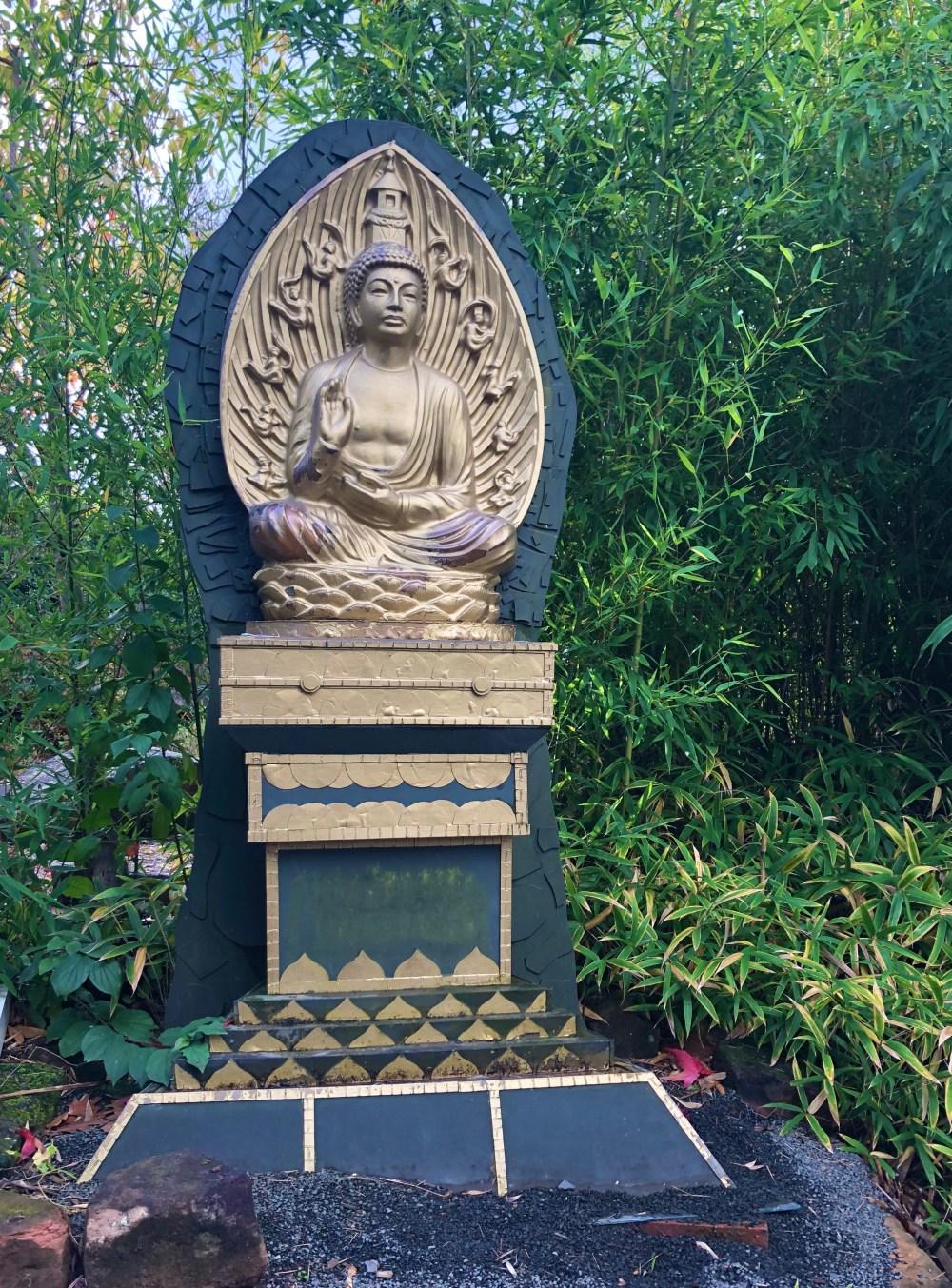 Goldene Buddha Statue