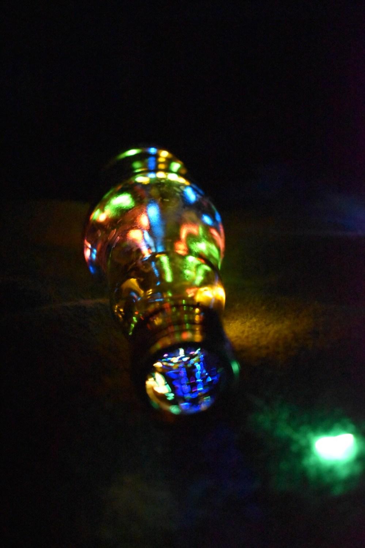 Leuchtende Glasflasche von oben