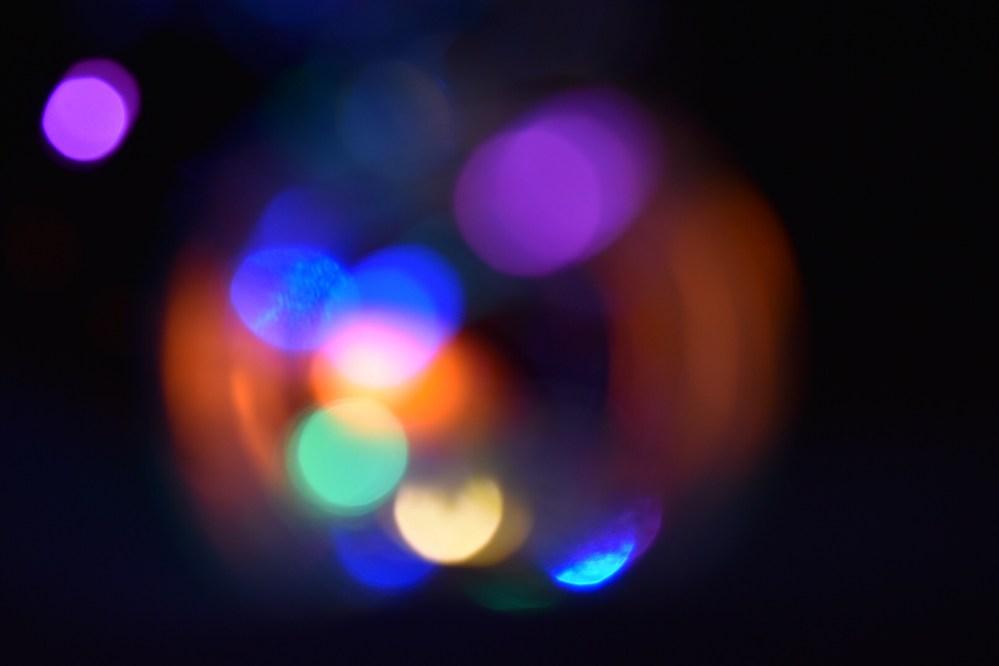 Bunte Lichtpunkte von der Lichterkette