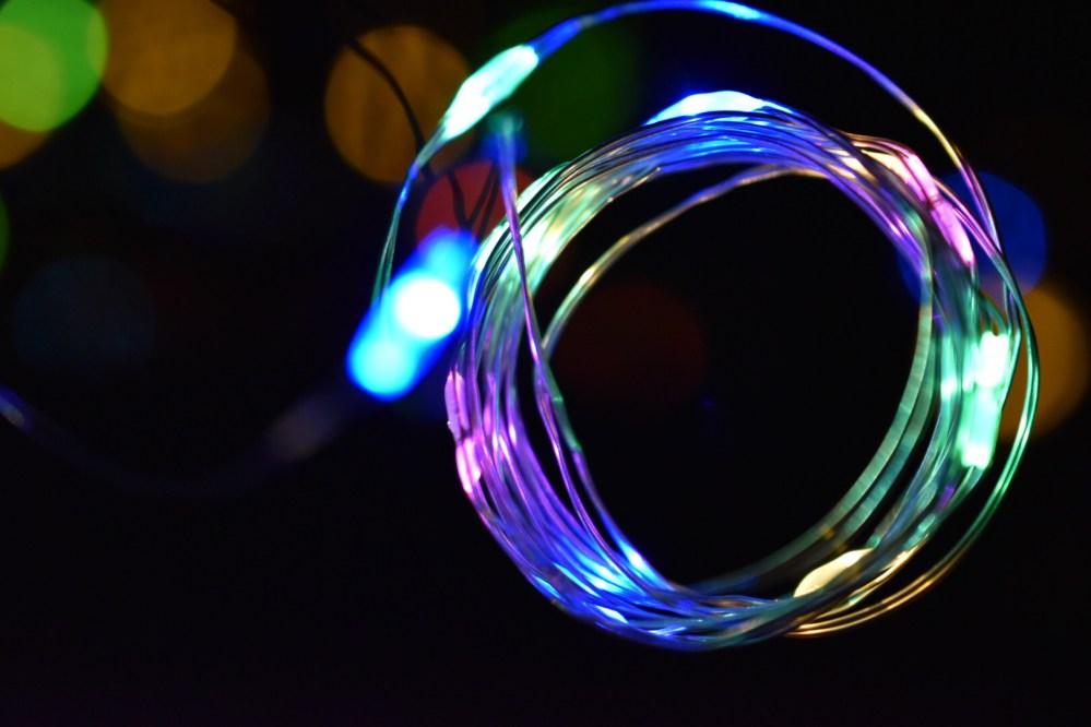 Aufgerollte leuchtende Lichterkette