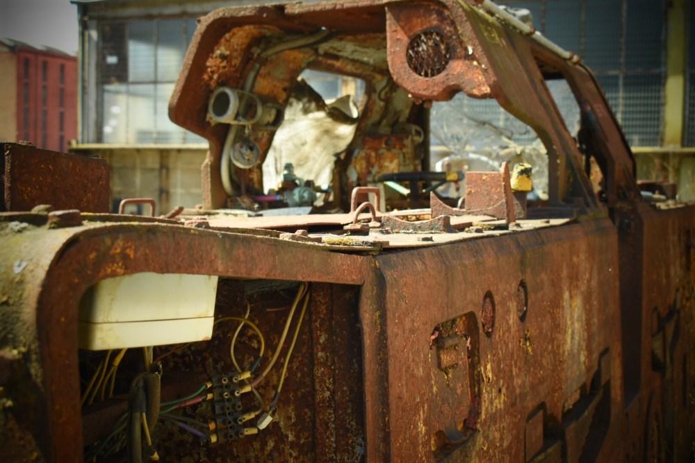 Alter rostige Waggon mit Spielzeugkamera Effekt fotografiert