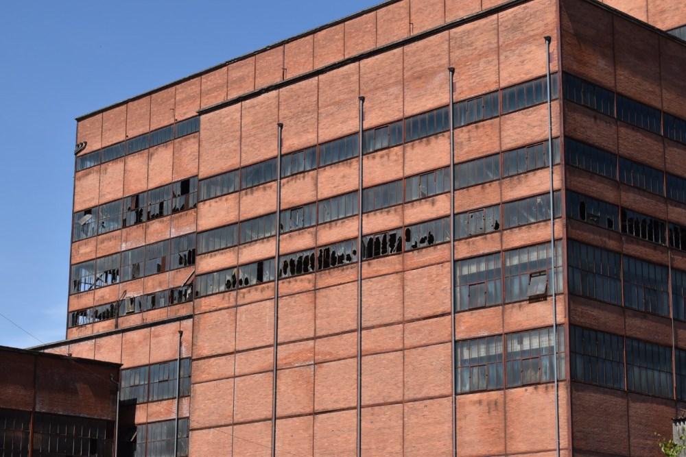 Zerstörte Fensterfassade