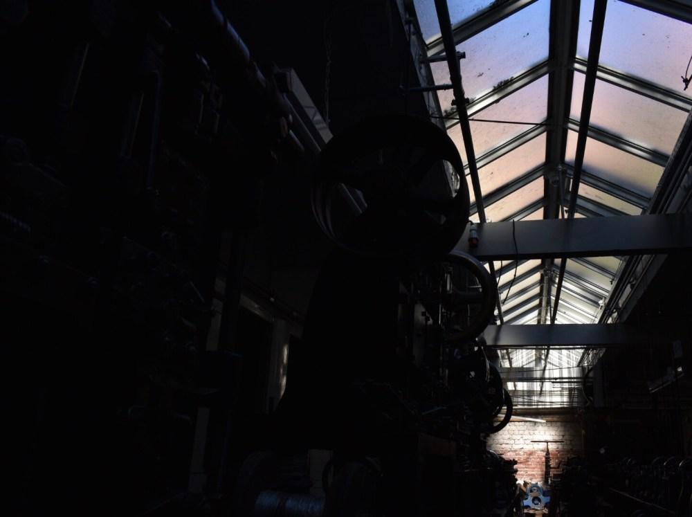 Bunt schimmerndes Dach im Industriedenkmal Jakob Bengel