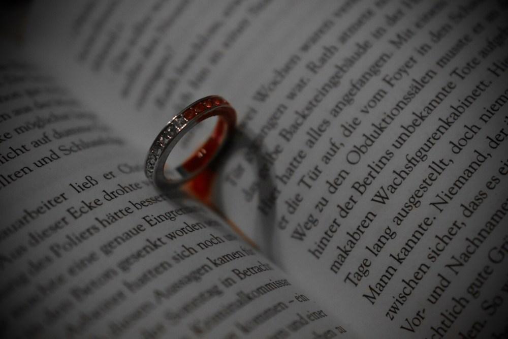 Kleiner Herzschatten mit blutigem Ring