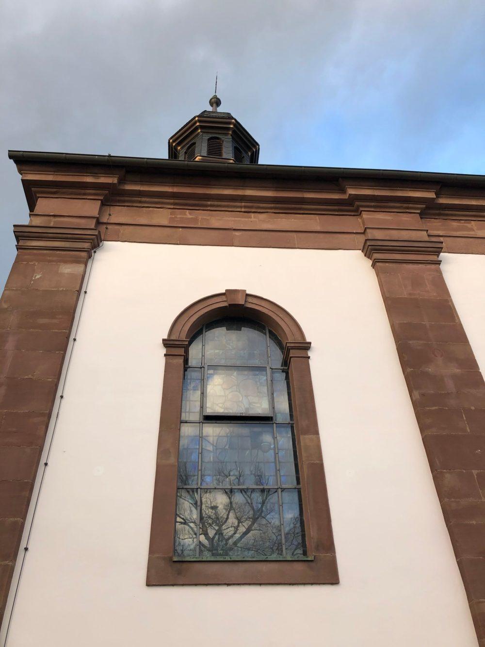 Fenster der Kapelle von außen