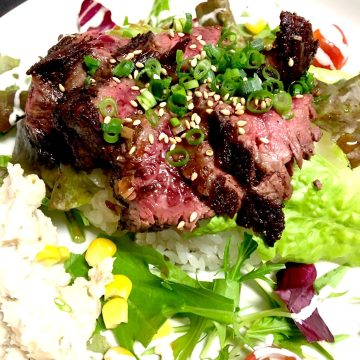 ビーフステーキ丼<br>Beef steak rice bowl