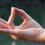 Povećajte svoju energetsku snagu: Brzo čišćenje aure i chakri za svaki dan