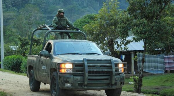 Convoy con camiones, humers, jeeps y equipo motorizado, del ejército mexicano, hostigan a Junta de Buen Gobierno Zapatista