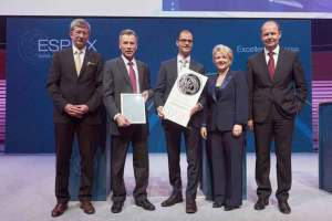 PostMail nimmt den ESPRIX Swiss Award for Excellence entgegen © Foto: Jerry Gross, Fotograf SBF