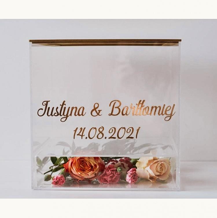 transparentne pudełko na koperty