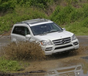 Mercedes GL-350 courtesy Mercedes Benz