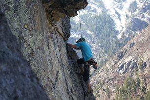 guy rock climbing dating profile photo
