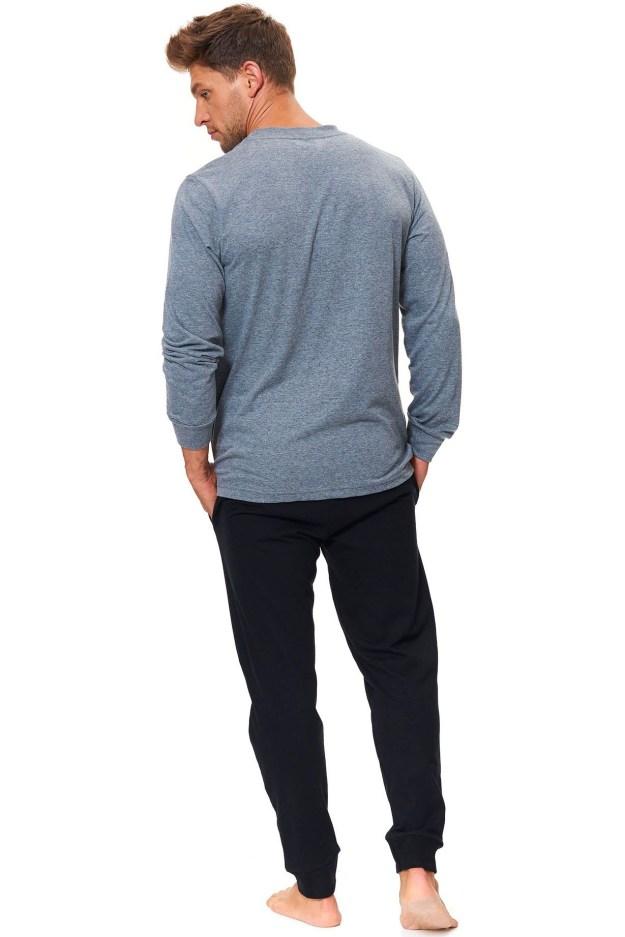 b97d7d670 Dlouhé pánské bavlněné pyžamo v barevné kombinaci šedá a černá. Kalhoty  jsou vybavené dvěma postranními kapsami. Lze je v pase stáhnout na šňůrku.