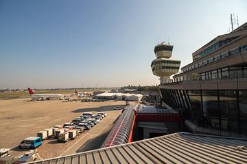 Vom Flughafen Berlin Tegel nach Prag fliegen