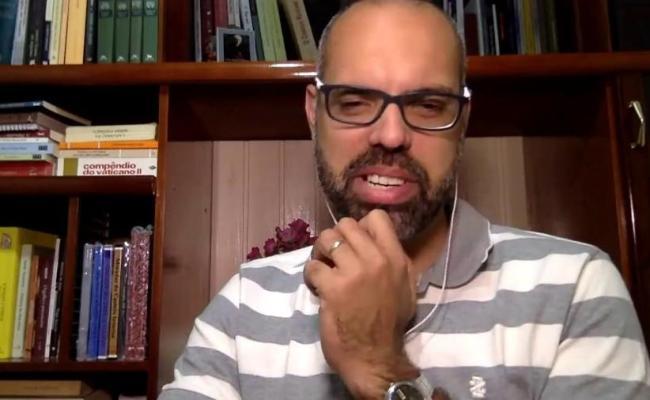 Blogueiro Extremista Mora Em Mansão Bancada Por Eduardo