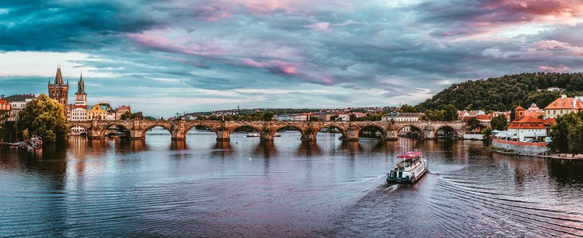 Is it dangerous with river cruises in Prague?