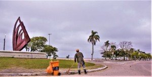 18.07.2019 - Prefeita Paula Mascarenhas acompanha mutirão de limpeza no Laranjal - Foto Michel Corvello