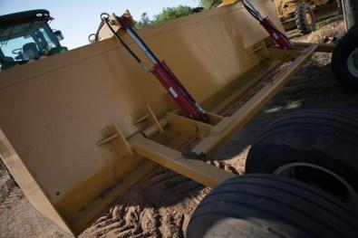 C5-bale-beds-flat-beds-kansas-brown-c5-dirt-scrapers-gallery-image-9