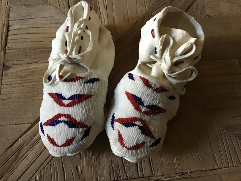 , Kimimi Ashley (Blackfeet-Montana) – Beaded Moccasins für Frauen