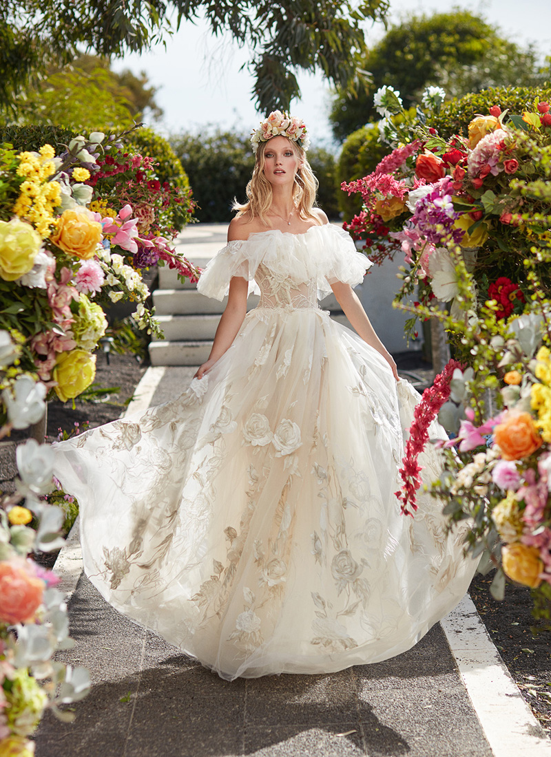 22 Chic and Playful Wedding Dresses for Modern Romantic