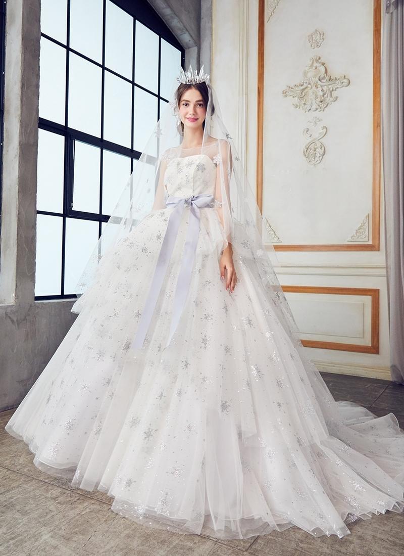 20 Magical Celestial Wedding Dresses For StarCrossed Brides  Praise Wedding