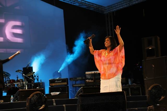 "Cece Winans singing ""Halleluyah"", ""He's A Wonder"" and more"