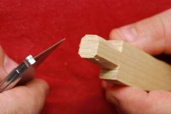 Ostrým nožíkom sa štvorec zmení na nepodarený kruh.