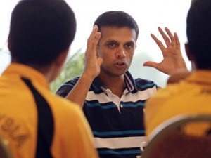 Former Indian cricket captain Rahul Dravid (R) speaks to Malaysian U-16 cricketers during a cricket clinic in Kuala Lumpur June 27, 2012. REUTERS/Bazuki Muhammad (MALAYSIA - Tags: SPORT CRICKET EDUCATION) - RTR347HM
