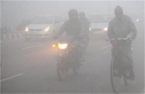 जाते-जाते दिल्ली में फिर लौटी सर्दी